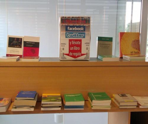 Campaña de captación de seguidores Facebook y twitter en las bibliotecas BUZ - Biblioteca de la Facultad de Economía y Empresa (campus Río Ebro)