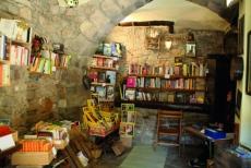Interior de una librería en Bellprat