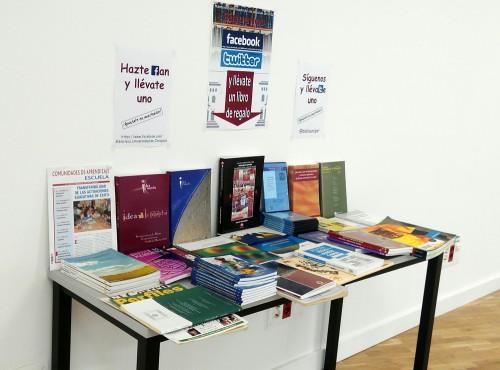 Campaña de captación de seguidores Facebook y twitter en las bibliotecas BUZ - Biblioteca de la Facultad de Educación