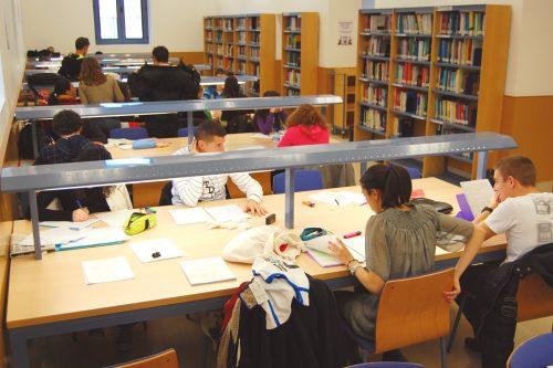 Biblioteca de la Facultad de Empresa y Gestión Pública (Huesca)