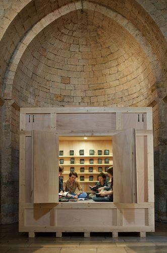ALICIA FRAMIS, CHAMBRE DES LIVRES INTERDITS 2014. MUSÉE NATIONAL PABLO PICASSO, LA GUERRE ET LA PAIX