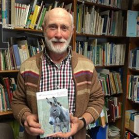 """Henri Bourrut y su libro """"Homenaje al burro"""""""