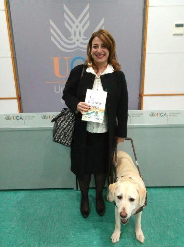 Paqui Ayllón y su perra Meadow