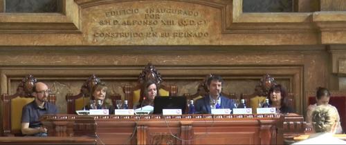 La mesa redonda correspondiente a este bloque fue moderada por Isabel Calzas (Directora de la Biblioteca de la UNED) y participaron: César Cáceres (Centro de Innovación en Educación Digital URJC online), Rosa Sánchez (UNED) y Maribel Domínguez (UAH), Raúl Aguilera (UC3M), Lourdes Lledó (UAH).